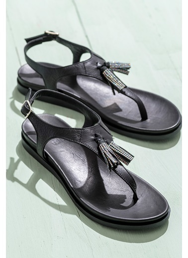 Elle Püsküllü Deri Sandalet Siyah